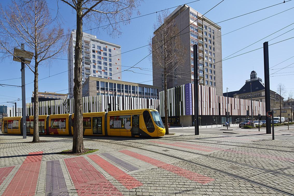 conservatoire mulhouse  facade rue tram