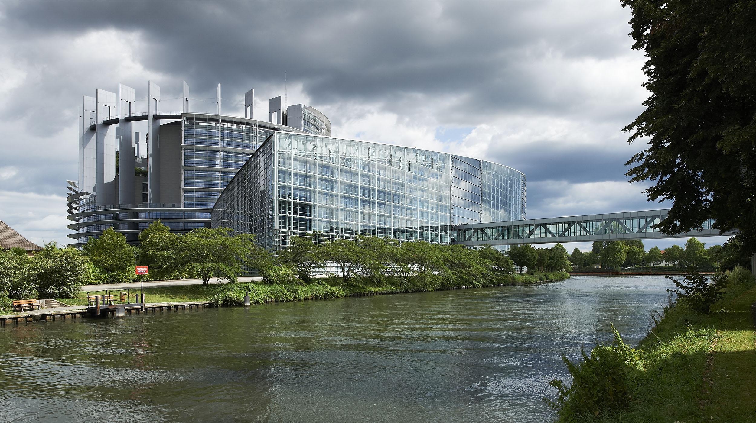 parlement europeen 695