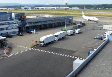 toiture euroairport avion tarmac 440x305